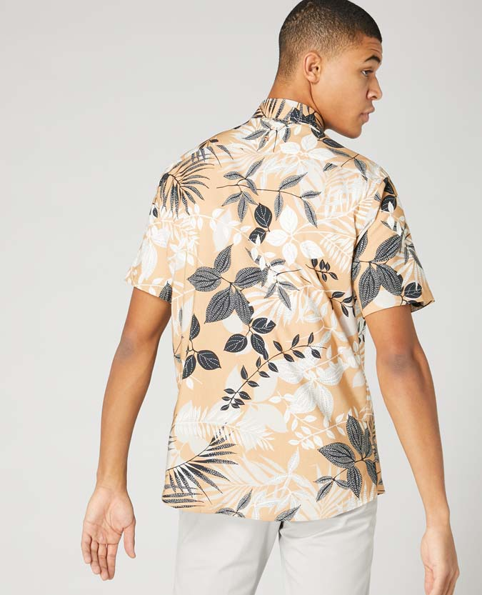 Tapered Fit Print Short Sleeve Shirt