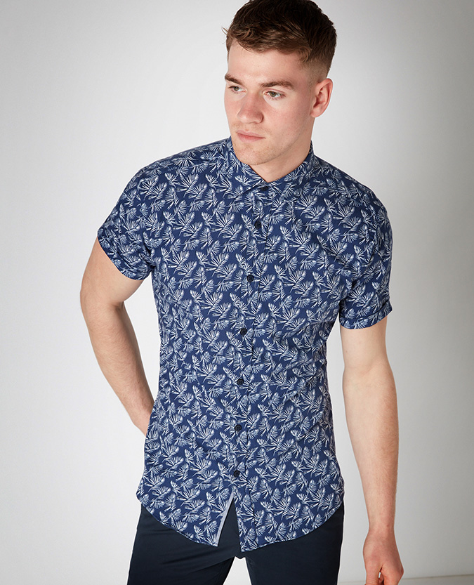 Tapered Fit Printed Cotton Short Sleeve Shirt